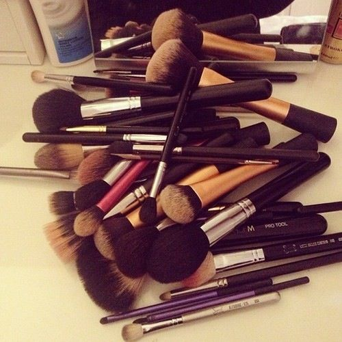 5 Easy Steps to Cleaning your Makeup Brushes – Life of Lala